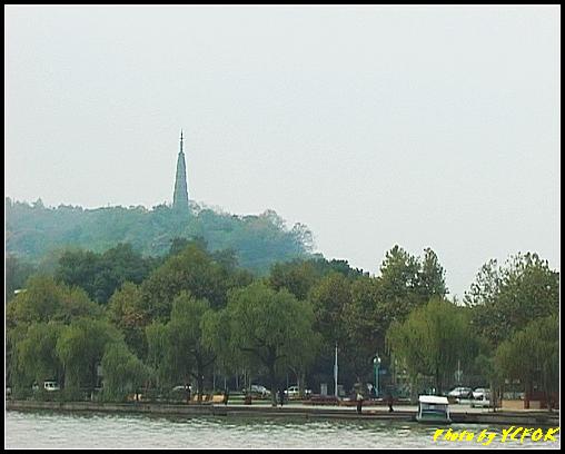 杭州 西湖 (其他景點) - 073 (湖濱路的湖畔看杭州地標 保淑塔)