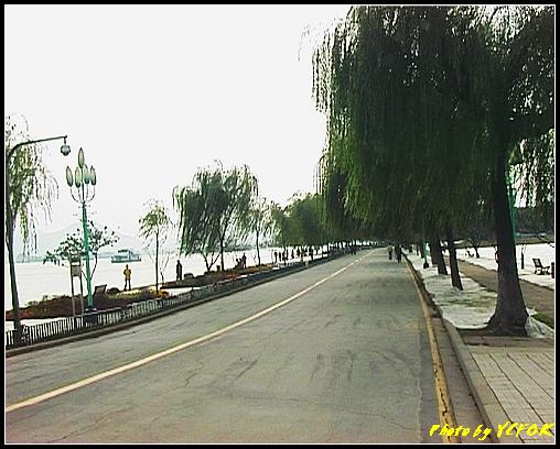 杭州 西湖 (其他景點) - 152 (白堤 左是西湖右是北裡湖)