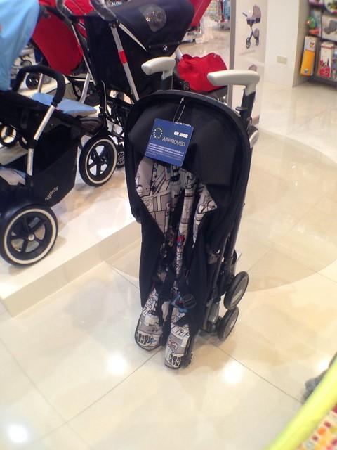 Peg-Perego 的推車,可以收到這麼小,遠看好像高爾夫球球俱組~XD@mothercare敦南旗鑑店大採購