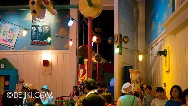 Toy Story Mania - Loading Area