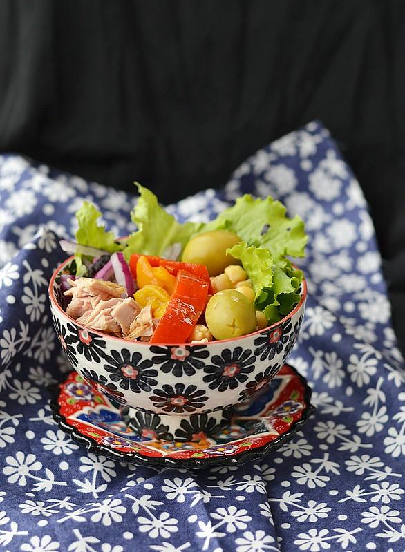 chickpeas and tuna salad