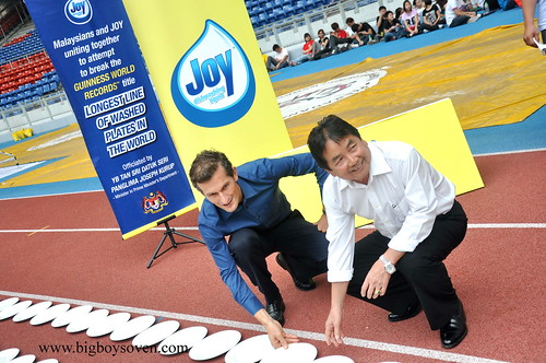 the Guinness World Record with JOY dishwashing liquuid 1
