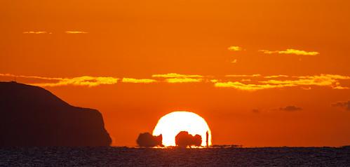 lighthouse sunrise isleofwight solent theneedles theneedleslighthouse theneedleslighthousesunrise theneedlessunrise