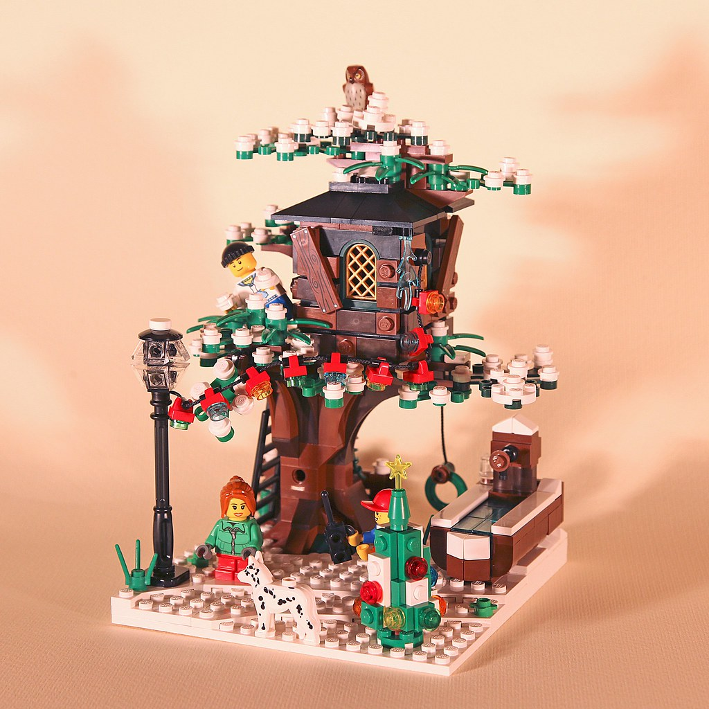Winter Tree House 01