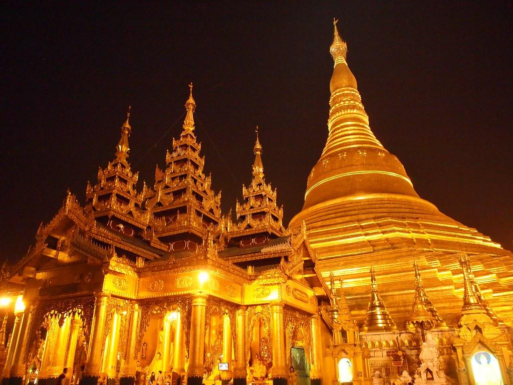 Shwedagon Pagoda in Yangon (Myanmar 2013)