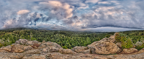 Straw berry rock 360x170 by David Safier - redwoodimage
