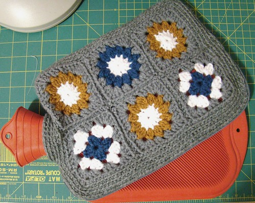 Hot water bottle cosy with zippered opening