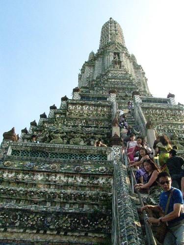 Descendiendo el Wat Arun
