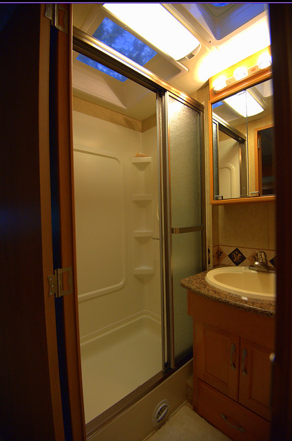 13 - Shower with sunroof