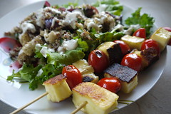 Roast Cauliflower Quinoa Salad with Haloumi Skewer…