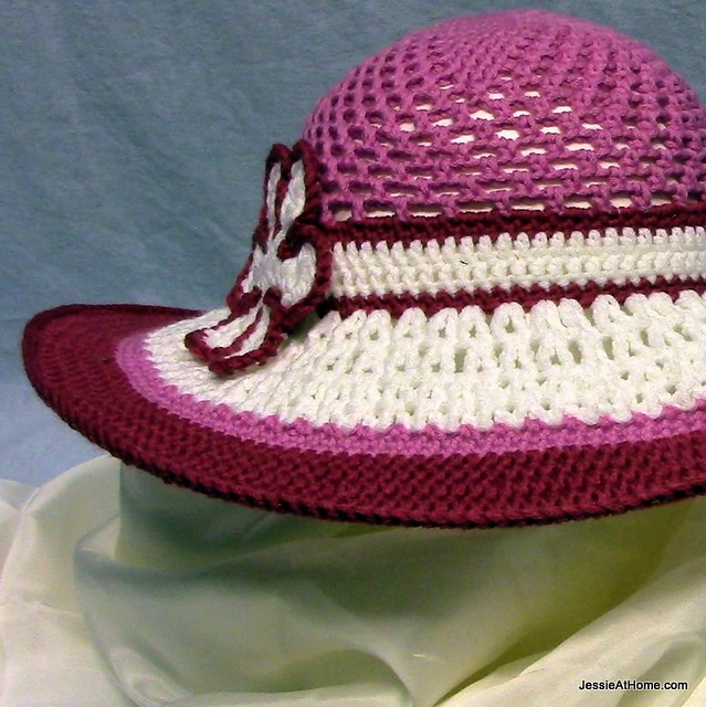 Be-A-Start-Child's-Sun-Hat-Free-Crochet-Pattern-Pink-and-White