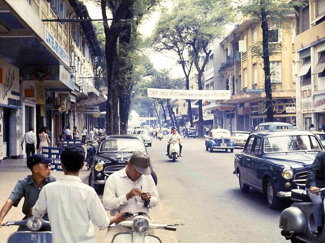 SAIGON 1967 - Đường Tự Do gần ngã ba Tự Do-Nguyễn Thiệp - Photo by Michael Jordan
