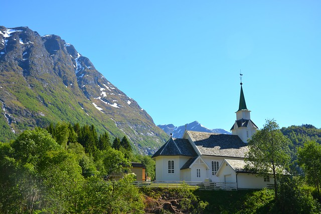 Bjørke kirke, Indre Hjørundfjord