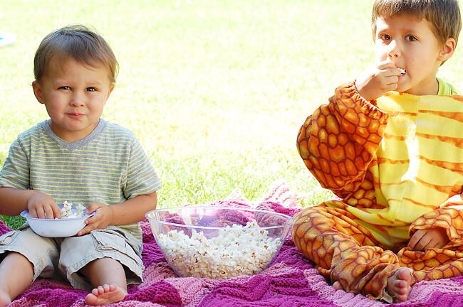 kids-eating-homemade-popcorn