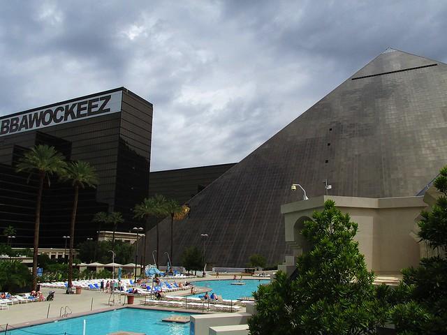 Flickr the luxor las vegas pool - Luxor hotel las vegas swimming pool ...