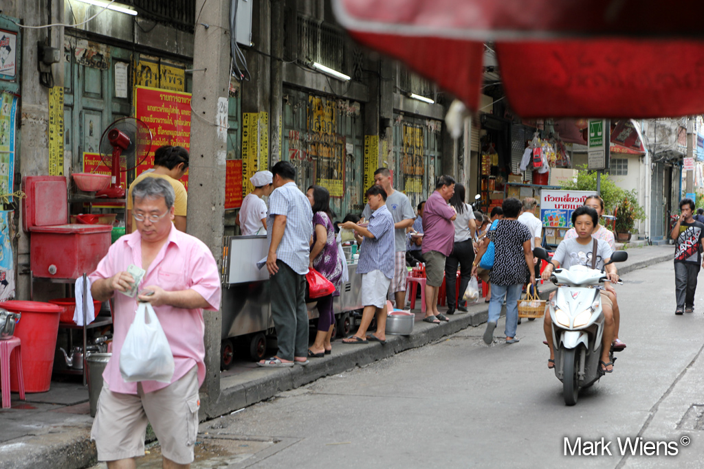 Khao Gaeng Jake Puey ข้าวแกงเจ๊กปุ้ย (เจ้เฉี๋ย) - one of the best street food stalls in Bangkok