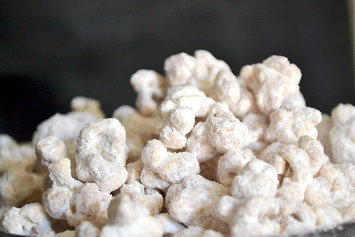powdered sugar popcorn
