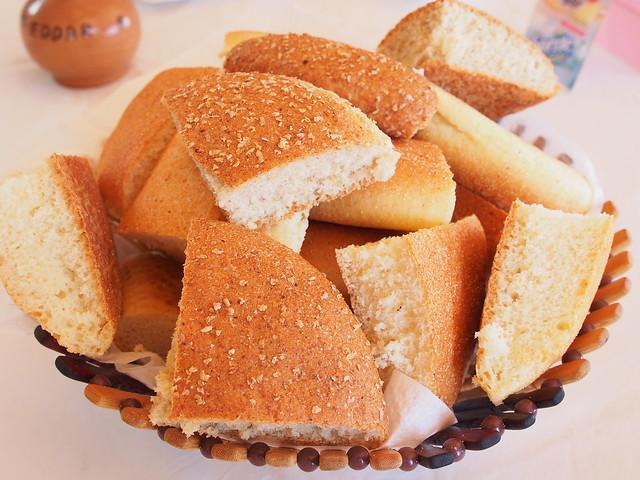 今日午餐-BORJ EDDAR餐廳-麵包先上