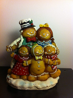 352/365 - Gingerbread Family Candle