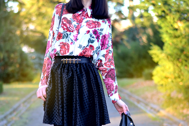 Baleeblu outfit floral blouse velvet skirt CATS & DOGS Berlin fashion blog 1