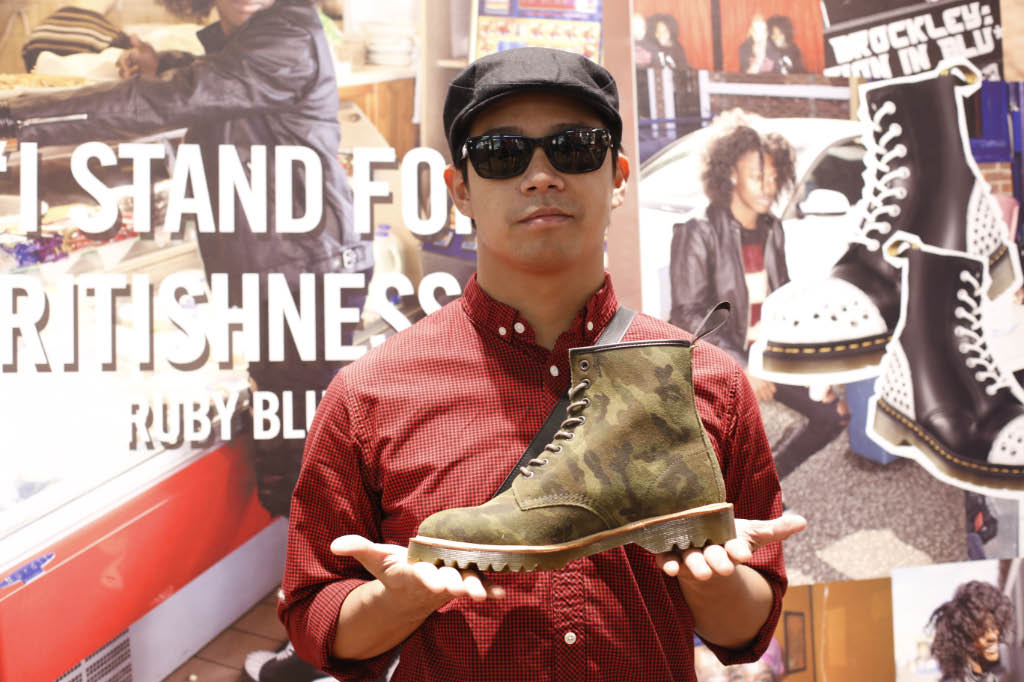 Noh Salleh admiring the latest offerings at the Dr  Martens store launch (2).jpg