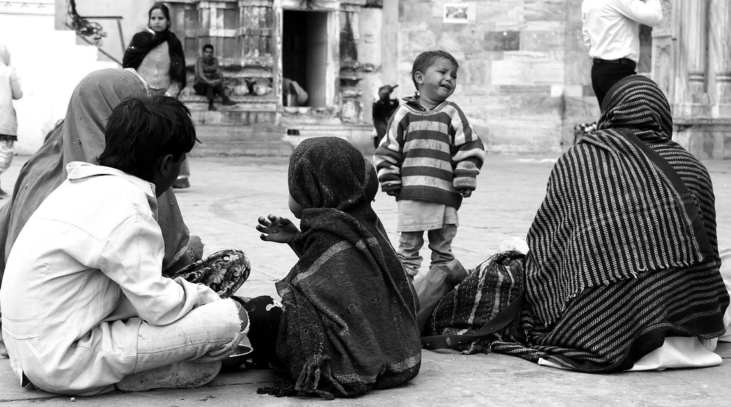 Udaipur - street kid - larger