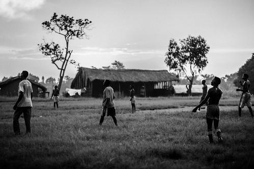 sunset blackandwhite playing rural football photojournalism violence conflict democraticrepublicofcongo gety républiquedémocratiqueducongo ituri lendu irumu monusco ituridistrict lendupeople lenduman ituriconflict