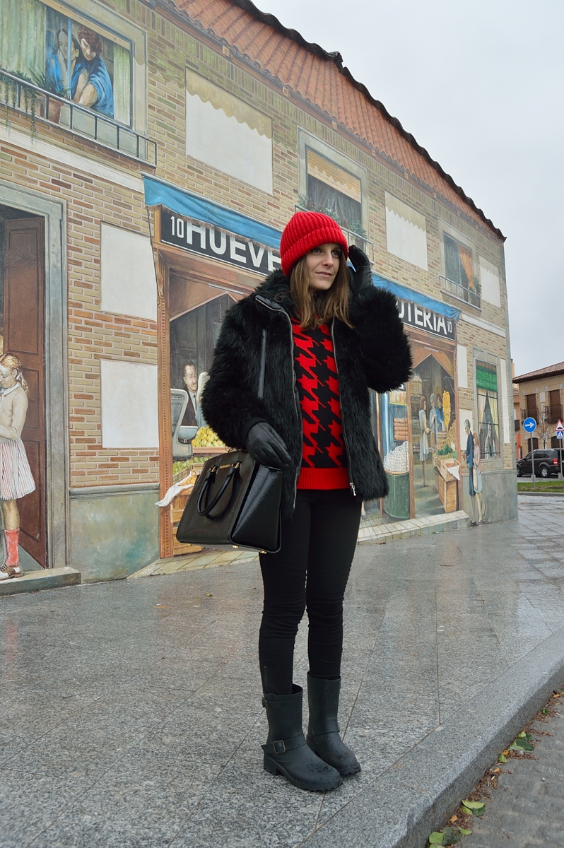 lara-vazquez-madlula-blog-streetstyle-red-beanie-black-outfit