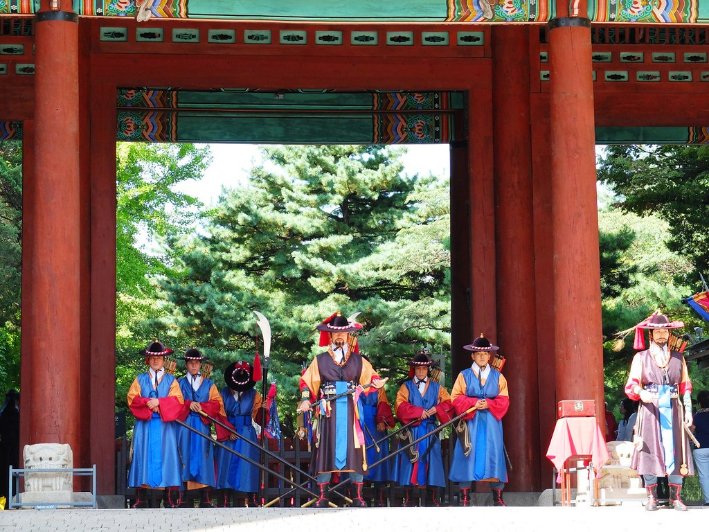 deoksugung palace (changing of the guards)