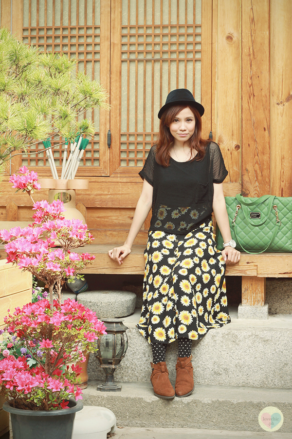 love chic tumblr lovechic asian fashion blog shai lagarde shailagarde style fashion blogger travel seoul gyeongbok palace hanbok costume hanok village moon guest house insadong kimchi sunflower midi skirt boots name pendant ootd hat korea tourist 8