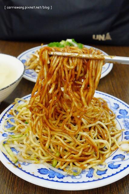 19657094272 3e3d7581f8 z - 【台中北區】董媽涼麵。篤行市場附近的傳統小吃美食,小菜滷味也很好吃,夏天吃涼麵最過癮,