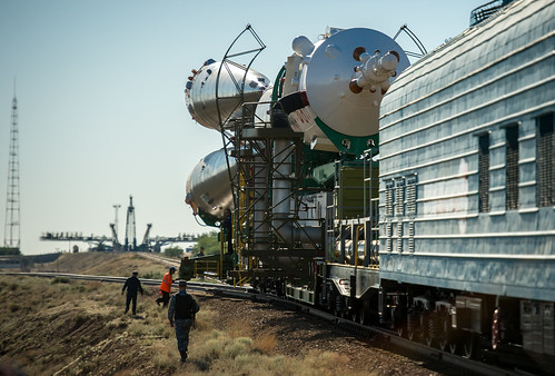 Expedition 36 Soyuz TMA-09M Rollout (201305260015HQ)