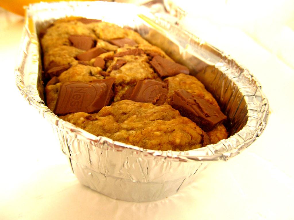 Bolinho de banana com pedacos de chocolate
