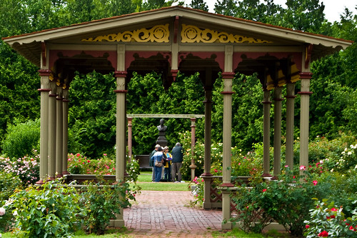 Pergola #1 by Macedo295 via I {heart} Rhody