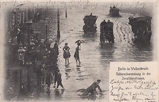 Berlin im Wolkenbruch. Überschwemmung in der Invalidenstrasse (1902)