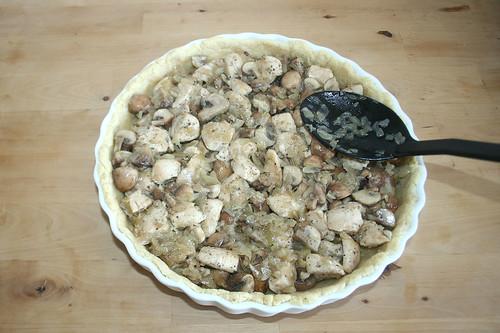 46 - Mit Fleisch & Pilzen befüllen / Add chicken & mushrooms
