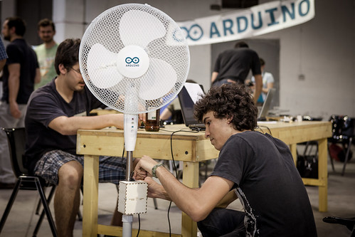 """""""No Friends, No Air""""computer vision-based air conditioning system, winner of the first prize"""