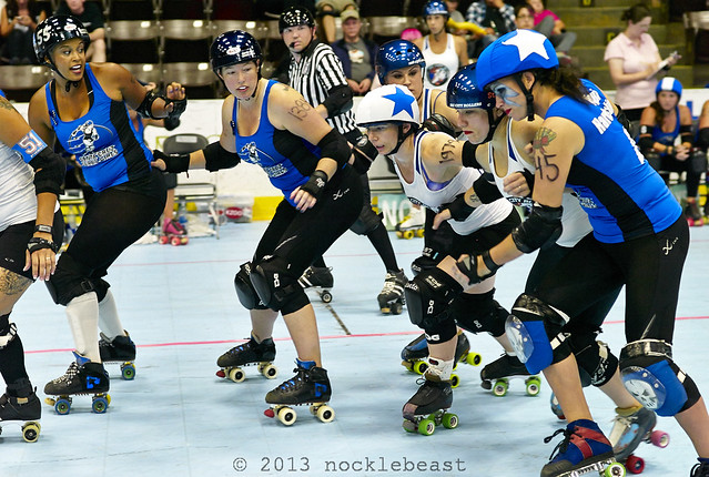 The jammers (Too Short of Sac City and Pippi Hardsocking of Santa Cruz) make their way throught the pack.