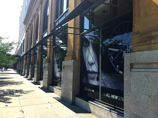 Advertising on 4750 N Broadway