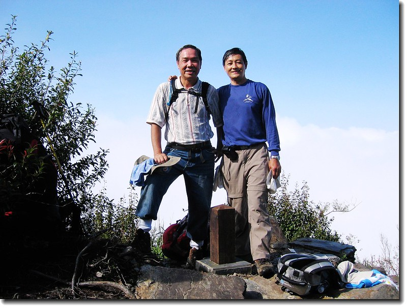 裸岩展望台 (elev. 2125 m, 攝於2005.10.16) 1
