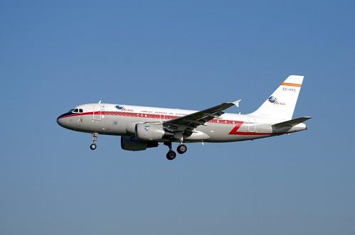 EC-KKS - Airbus A319-111 - LEBL at RWY 25R