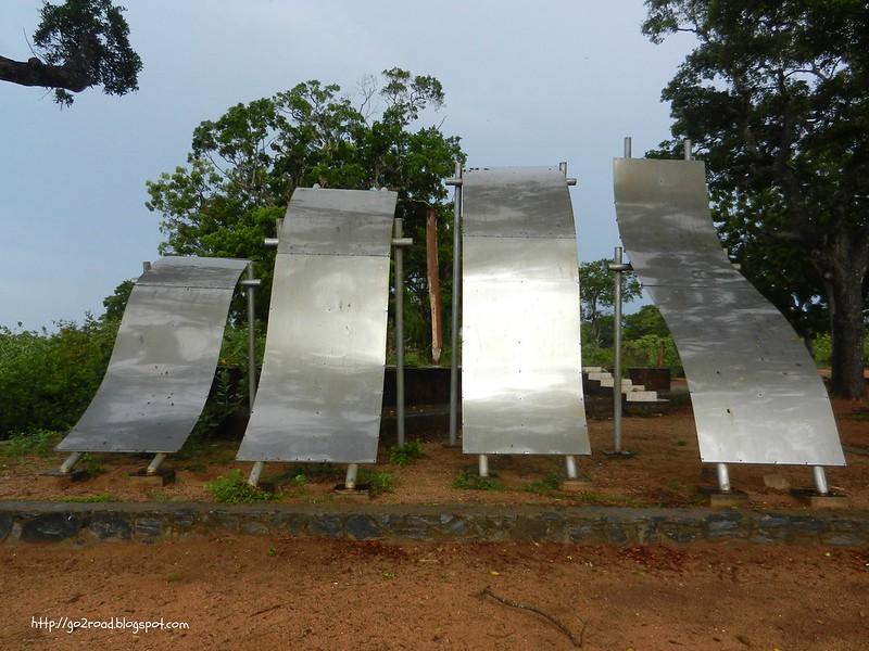 Шри Ланка, памятник погибшим от цунами в Ялле