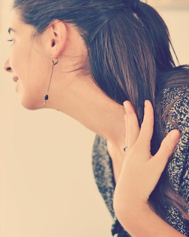 Boucle d'oreille bronze perle noir