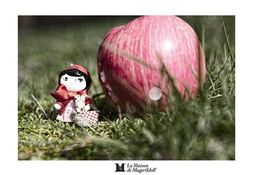 Mageritdoll: Red Riding Hood - Caperucita Roja (Resin Art Doll Jewelry - Joyas de Muñeca. Muñeca artística resina) by La Maison de Mageritdoll