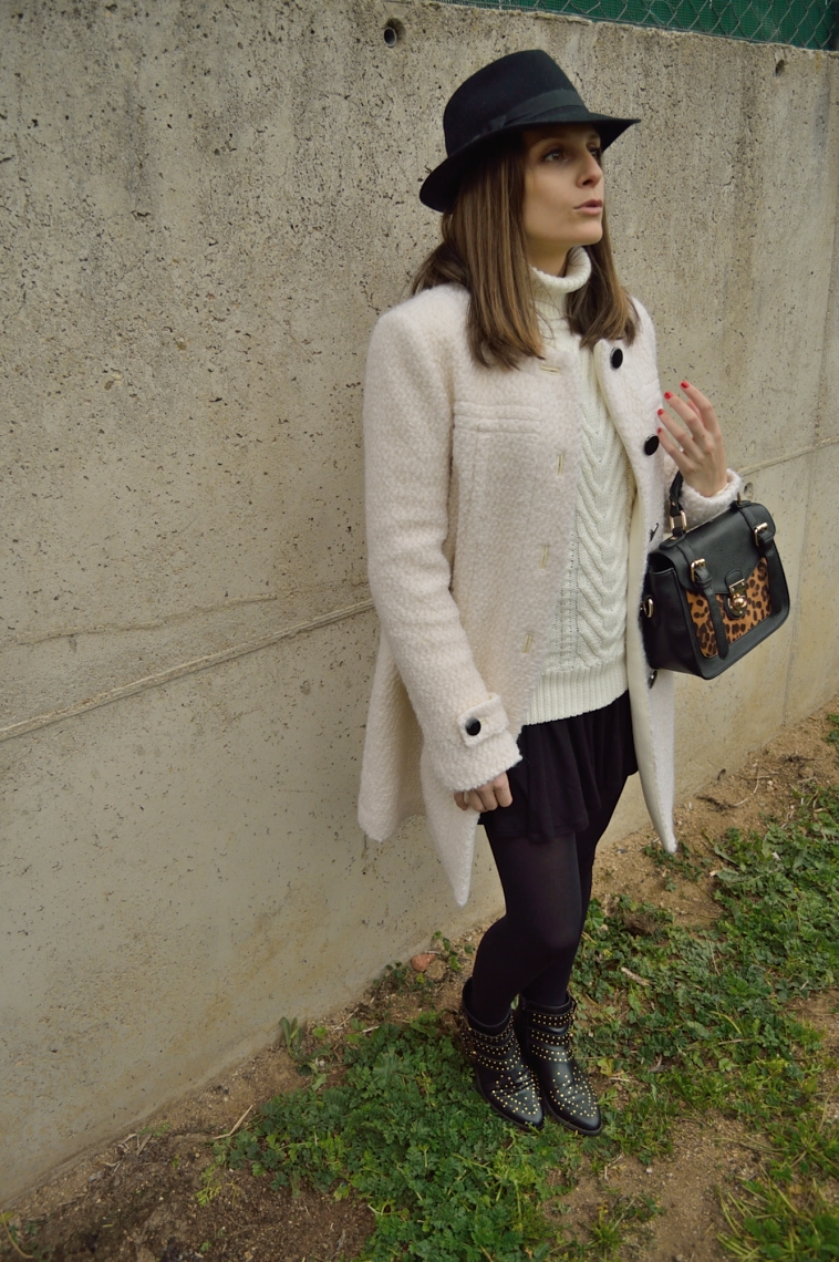 lara-vazquez-madlula-style-streetstyle-chic-look-blackandwhite-hat