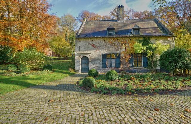 La maison du meunier auderghem rouge clo tre flickr for Auderghem maison communale