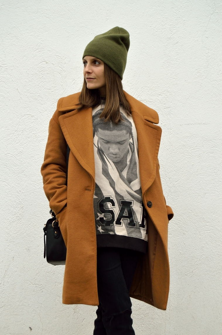 lara-vazquez-madlula-blog-fashion-green-beanie-brown-coat-black-outfit
