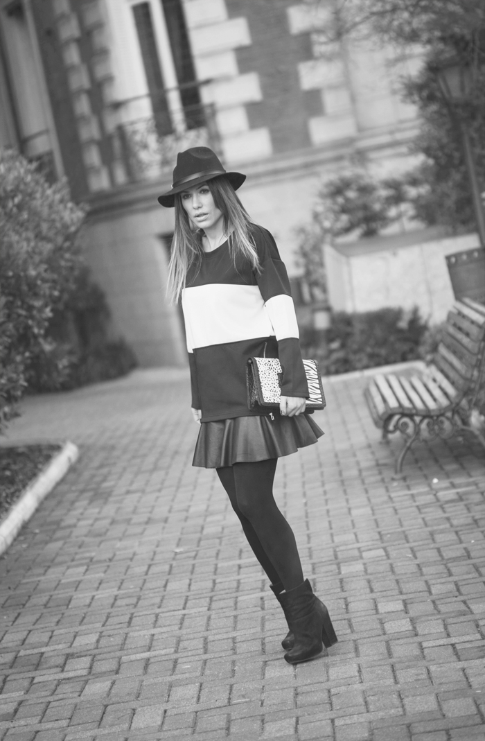 street style barbara crespo keep it black and white stripes sweater fashion blogger outfit casa america madrid