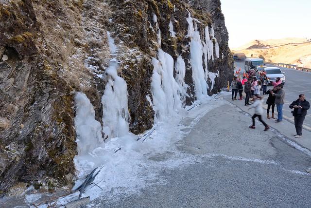 武嶺到松雪樓道路山壁的冰瀑
