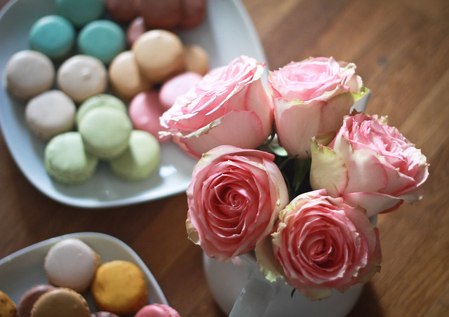 Macarons and roses in Paris